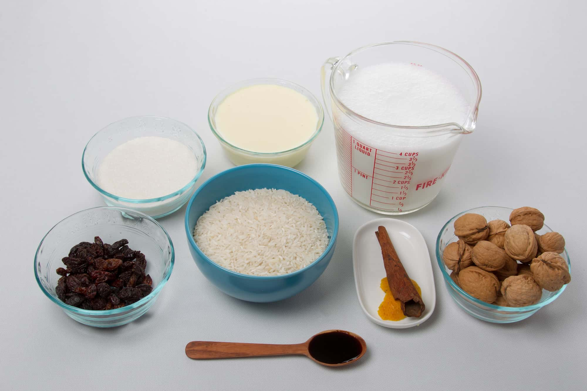 Ingredients to make rice with milk by Thermomix