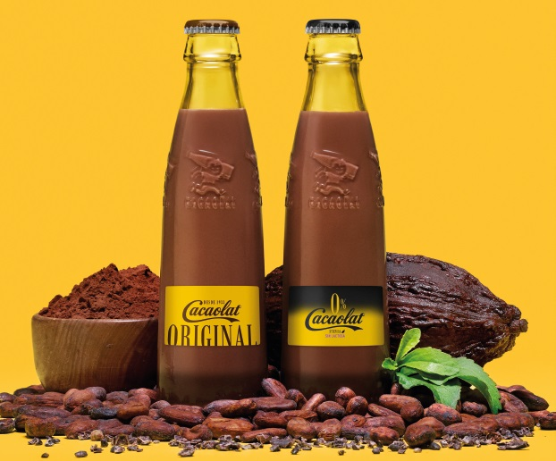 The picture shows two bottles of Cacaolat and the cacao